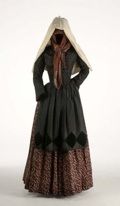 Folk costume of Gerona, Spain.  Museo del Traje.