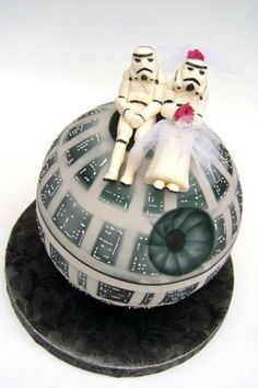 Star Wars Wedding Cake - Star Wars Death Star - Ideas of Star Wars Death Star - star wars wedding cake maybe as the grooms cake if he likes star wars. Wait what am I saying of course he'll like Star Wars!