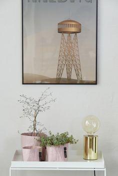 Hier zijn de potjes van de florence color collectie te zien. hier zie je misty pink, een pastel tint die perfect is voor deze zomer! Ook zijn er nog 2 andere kleuren verkrijgbaar! #OOhhcollection #scandinavisch #scandinavischinterieur #homestyling #fairtrade #simpleinterior #recycledinteriors #summerinterior #springinterior