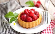 Découvrez 20 délicieuses recettes aux framboises ! 😍  #framboise #smoothie #crumble #liégeois #glace #milkshake #brownie #chaussons #cookies #tarte #cake #muffins #esquimaux #pannacotta #yaourt #tiramisu #confiture #tartelette #porc #recettessimples #recettesfaciles #desserts #framboises Milk Shakes, Panna Cotta, Tartelette, Brownie, Tiramisu, Muffins, Cheesecake, Cookies, Desserts