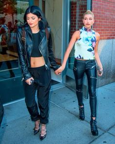 Celebrity Street Style Picture Description Kylie Jenner And Hailey Baldwin - #StreetStyle https://looks.tn/celebrity/street-style/celebrity-street-style-kylie-jenner-and-hailey-baldwin/