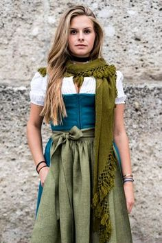 Article & Content Page Drindl Dress, Dress Outfits, Bodycon Dress, Fashion Outfits, Fashion Trends, Medieval Dress, Traditional Dresses, Unique Fashion, Beauty Women