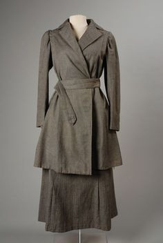 Two-piece dress or suit of gray wool twill, During the war, women's skirts got a bit shorter due to the fact women went to work & shorter skirts made their jobs easier to move around in. 1900s Fashion, Edwardian Fashion, Vintage Fashion, Vintage Beauty, Edwardian Style, Historical Costume, Historical Clothing, Vintage Wardrobe, Vintage Outfits