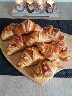 Discover recipes, home ideas, style inspiration and other ideas to try. Croissant, Baby Food Recipes, Baking Recipes, Fun Desserts, Dessert Recipes, Churros, Puff Pastry Recipes, Just Bake, Nutella Recipes
