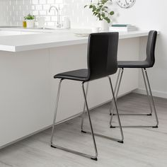 VOLFGANG Bar stool with backrest, chrome plated, Bomstad black. A soft, padded seat with restful flexibility – that's how it feels when you sit down for a nice long meal in VOLFGANG bar stool or dining chair – both are just as comfortable. Scandinavian Dining Chairs, Industrial Dining Chairs, Mid Century Dining Chairs, Contemporary Dining Chairs, Pub Chairs, Bar Stool Chairs, Metal Chairs, Office Chairs, Swing Chairs