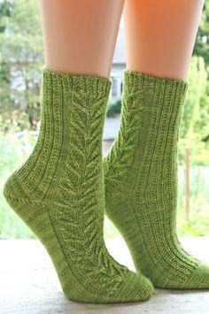 free knitting patterns, yarns and knitting supplies - Tangled Vine Socks by Chrissy Gardiner #knitting #socks