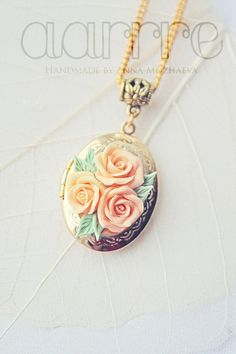 I love lockets.. Locket with peach roses vintage style by aarrre on Etsy, $35.00