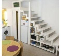 Almacenaje bajo las escaleras. La nevera y alacenas abiertas #decoracion #hogar #escaleras
