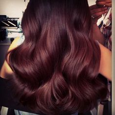 Image discovered by ༺ɞ♛∞ᴍ∞♛ɞ༻. Find images and videos about love, hair and girls on We Heart It - the app to get lost in what you love. Love Hair, Great Hair, Gorgeous Hair, Mahogany Hair, Mahogany Color, Red Brown Hair, Tips Belleza, Fall Hair, Hair Today