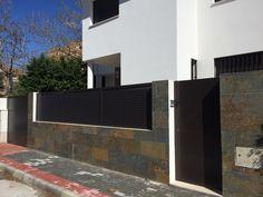 Valla exterior casa contemporánea, cerrajería unifamiliar Urbano