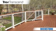 This backyard beauty built with Trex Enhance decking in Saddle and Trex Transcend railing will never go out of style. Composite Deck Railing, Deck Railing Systems, Patio Railing, Balcony Railing Design, Aluminum Deck Railing, Railings For Decks, Trex Railing, Vinyl Deck Railing, Concrete Patios