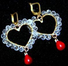 Coração em metal com cristal e ágata vermelha Dimensões2,5cmx3cm