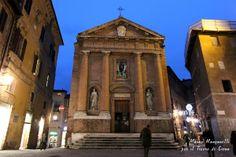 L'austera chiesa di San Cristoforo attende il nuovo anno ... Foto del Tesoro di Siena