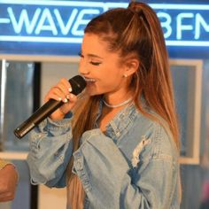 Ariana Grande half up half down pony tail