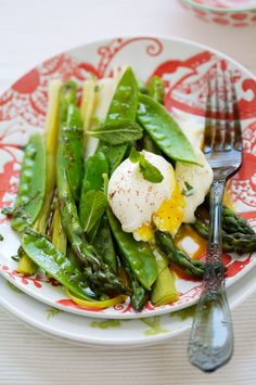 Ohhh yum, Whole soft-cooked eggs, amongst other things ... perfect for summertime.