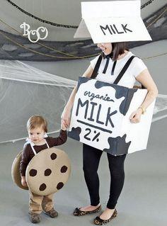 Un disfraz muy original y reciclado es este para una mamá con su bebé. Es muy gracioso y muy fácil de hacer pues lo único que vas a necesitar es unas cajas grandes de cartón recicladas, un poco de pintura...