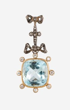 A RUSSIAN GOLD, DIAMONDS AND AQUAMARINE PENDANT, WORKMASTER FYODOR LORIE, NUMBER 6329, MOSCOW, 1889-1896. The rectangular-shaped aquamarine surmounted with eight diamonds and bow-tied ribbons above.