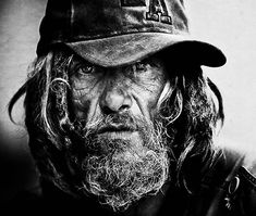 Lee Jeffries began his career as a sports photographer in Manchester. But a chance meeting with a homeless girl living in the streets of London changed his life forever. Following this encounter, he decided to make a series of raw portraits of homeless in black and white. The result is absolutely stunning and compelling.