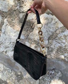 Fashion Handbags, Purses And Handbags, Fashion Bags, Fashion Outfits, 90s Fashion, Baguette, Cute Purses, Backpack Purse, Laptop Purse