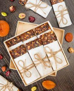 New Ideas For Recipes Vegan Dessert Raw Chocolate Raw Vegan Desserts, Healthy Deserts, Healthy Sweets, Raw Food Recipes, Vegetarian Recipes, Dessert Recipes, Cooking Recipes, Vegan Bar, Tasty