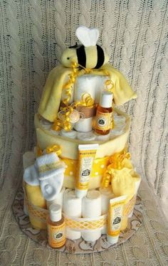 Planning a Baby Shower? 3 Tips For Throwing a Wonderful Baby Shower Diy Diaper Cake, Nappy Cakes, Girl Diaper Cakes, Unique Diaper Cakes, Baby Shower Cakes, Baby Boy Shower, Diaper Shower, Idee Cadeau Baby Shower, Baby Showers Juegos