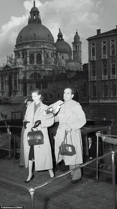 How to vacation like a Hollywood VIP: From Humphrey Bogart and Audrey Hepburn to Clark Gable and Grace Kelly, stunning photos show silver screen idols relaxing Culture stop: Humphrey Bogart and his wife Lauren Bacall arrive in Venice in May 1951 Hollywood Couples, Old Hollywood Stars, Golden Age Of Hollywood, Classic Hollywood, Hollywood Glamour, Humphrey Bogart, Lauren Bacall, Bogie And Bacall, Famous Couples