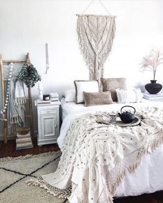 Need some boho bedroom ideas for your next place? Here's 25 Cozy Bohemian Bedroom Ideas you can use for your first apartment! You'll love these boho bedrooms! Boho Chic Bedroom, Simple Bedroom Decor, Bedroom Ideas, Bedroom Inspo, Bohemian Interior, Bohemian Decor, Bohemian Style, Bohemian Living, Bohemian Room