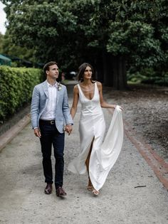 More and more couples today choose modern decor and wedding style to rock because it's chic, laconic and easy to recreate. We've already shared some ideas . Wedding Attire, Chic Wedding, Wedding Trends, Wedding Styles, Dream Wedding, Wedding Day, Rustic Wedding, One Day Bridal, Wedding Ceremony