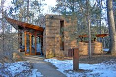 Seth Peterson Cottage, designed by Frank Lloyd Wright, located on Mirror Lake, in Lake Delton, WI Organic Architecture, Residential Architecture, Architecture Design, Seth Peterson, Cottage Mirrors, Lake Delton, Gaudi, Architecture Organique, Exterior Design