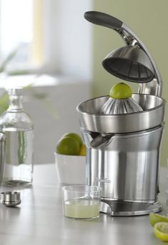 This electronic juicer does all the work for you!