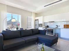 Triangle Luxury Suite 1609 - Triangle Luxury Suites by Totalstay is a modern development in the heart of Cape Town's buzzing inner city CBD. Centrally located on trendy Loop Street, and boasting views overlooking the Atlantic Ocean, .