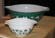 Pyrex Clover Leaf Green Large Bowl and Small White Bowl Chip and Dip Set. Hard to Find Kitchen Rarity. by AtticBazaar on Etsy Chip And Dip Sets, Mixing Bowls, Large Bowl, Leaf Design, Pyrex, Vintage Kitchen, Chips, White Bowl, Rarity