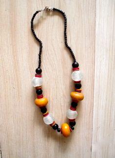 collana in pietre dure, inserti in bronzo o legno, West Africa