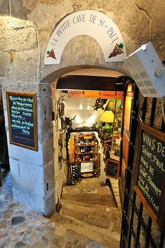 Le Petite Cave de St. Paul - St. Paul de Vence, France.  ASPEN CREEK TRAVEL - karen@aspencreektravel.com