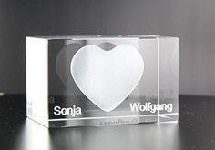 Ein 3D Glaskristall Herz mit zwei Wunschnamen ist ein persönliches, romantisches und personalisiertes Geschenk vor allem für Frauen. Ein echtes Liebesgeschenk.  Ein schönes Geschenk zum Valentinstag, Kennenlertag oder Hochzeitstag.