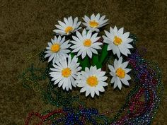 Creative DIY crafts: Recycled DIY: DAISY flowers with waste plastic milk jug Recycle Cans, Diy Recycle, Plastic Recycling, Recycling Ideas, Recycled Art Projects, Upcycled Crafts, How To Make Paper Flowers, Diy Flowers, Ranunculus Flowers