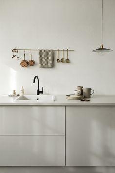 Wijzinkees / spring moods / Simple minimalist grey kitchen design – The World Interior Design Minimalist, Interior Design Tips, Interior Design Kitchen, Interior Inspiration, Home Interior, Grey Kitchen Designs, Rustic Kitchen Design, Minimalist Kitchen, Cuisines Design
