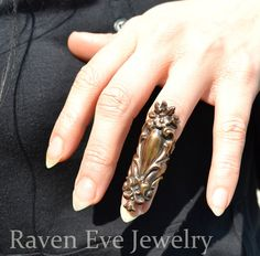 Hey, I found this really awesome Etsy listing at https://www.etsy.com/listing/95829394/rivendale-elegant-vintage-brass-knuckle