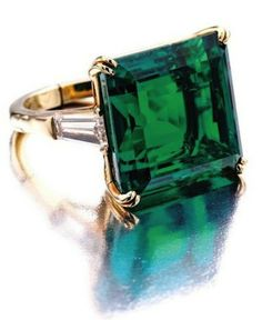 Van Cleef and Arpels vintage .//. Emerald green