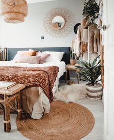 Bohemian Bedroom Ideas and Decor. Authentic,modern and minimalists boho chic decoration. Components of this style. Vintage Bedroom Decor, Ideas Dormitorios, Boho Living Room, Modern Bedroom Design, Bed Design, Living Room Inspiration, Decorating On A Budget, Living Room Designs, Bedroom Designs
