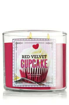 Red Velvet Cupcake:: Are you a bakery scente lover? Boy do I have a candle for you! It's Red Velvet Cupcake from Bath & Body Works. It's one yummy candle! Bath Candles, Red Candles, 3 Wick Candles, Scented Candles, Yankee Candles, Luxury Candles, Bath Body Works, Bath N Body, Red Velvet Cupcakes