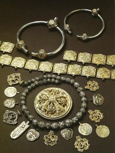 Vеrby hoard, Sweden 10th century http://tumuseum.tumblr.com/image/63210168182