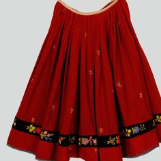 Wool skirt with machine-embroidered flower pattern. Decorated with a velvet strip with embroidered flowers. Hemmed with cotton tape. Hemline with frayed trimming. Machine-sewn.    Western Krakowiak Folk, Trojanowice, P. Kraków, 1920s-1930s