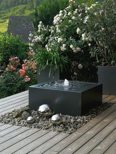 references Wasser im garten Terrace Garden, Water Garden, Garden Art, Easy Garden, Herb Garden, Garden Beds, Modern Outdoor Furniture, Outdoor Decor, Decorative Fountains