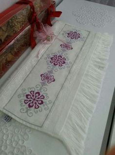 Really nice Cross-Stitch towel. Really nice Cross-Stitch towel. Cross Stitch Borders, Cross Stitch Rose, Cross Stitch Designs, Cross Stitching, Cross Stitch Patterns, Hand Embroidery Designs, Ribbon Embroidery, Cross Stitch Embroidery, Embroidery Patterns