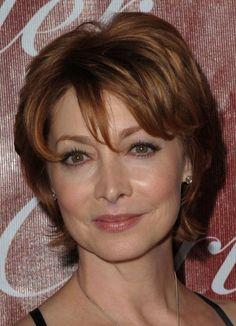 bonito corte de pelo corto para las mujeres mayores de 50 años