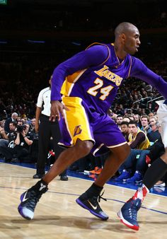 Kobe Bryant wearing Black/White Toe Nike Kobe 10 Elite Lakers PE at Madison Square Garden (6)