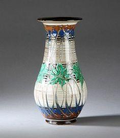 Herman A. Kähler. Vase af lertøj | Lauritz.com