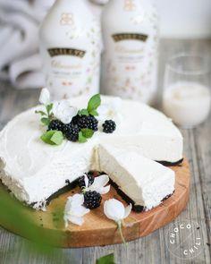 Vegaaninen Baileys-moussekakku   Chocochili Vegan Cheesecake, Baileys, Camembert Cheese, Dairy, Baking, Eat, Desserts, Food, Tailgate Desserts