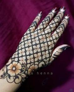 Modern Henna Designs, Henna Tattoo Designs Simple, Rose Mehndi Designs, Latest Henna Designs, Back Hand Mehndi Designs, Henna Art Designs, Mehndi Designs For Beginners, Mehndi Designs For Girls, Mehndi Design Photos